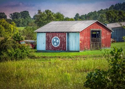 barn with Tennessee state flag painted on side for ijams nature center photo exhibit